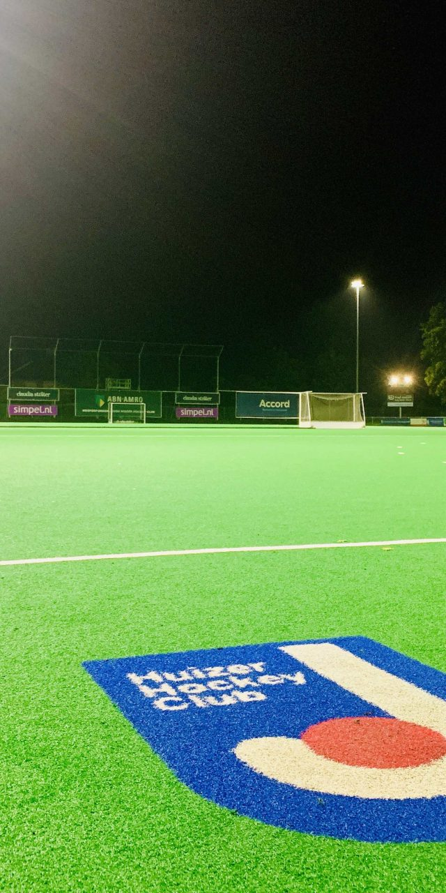 https://sportverlichting.com/wp-content/uploads/2019/11/Huizer-Hockey-Club-640x1280.jpeg